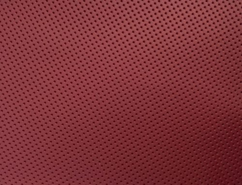 Tapiterie perforata volane rosie